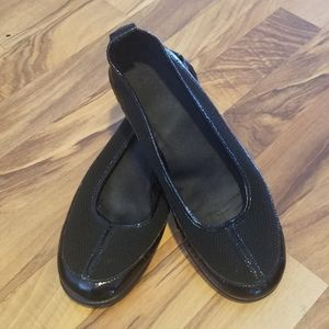 Aerosoles Black Slip Ons Size 9 1/2